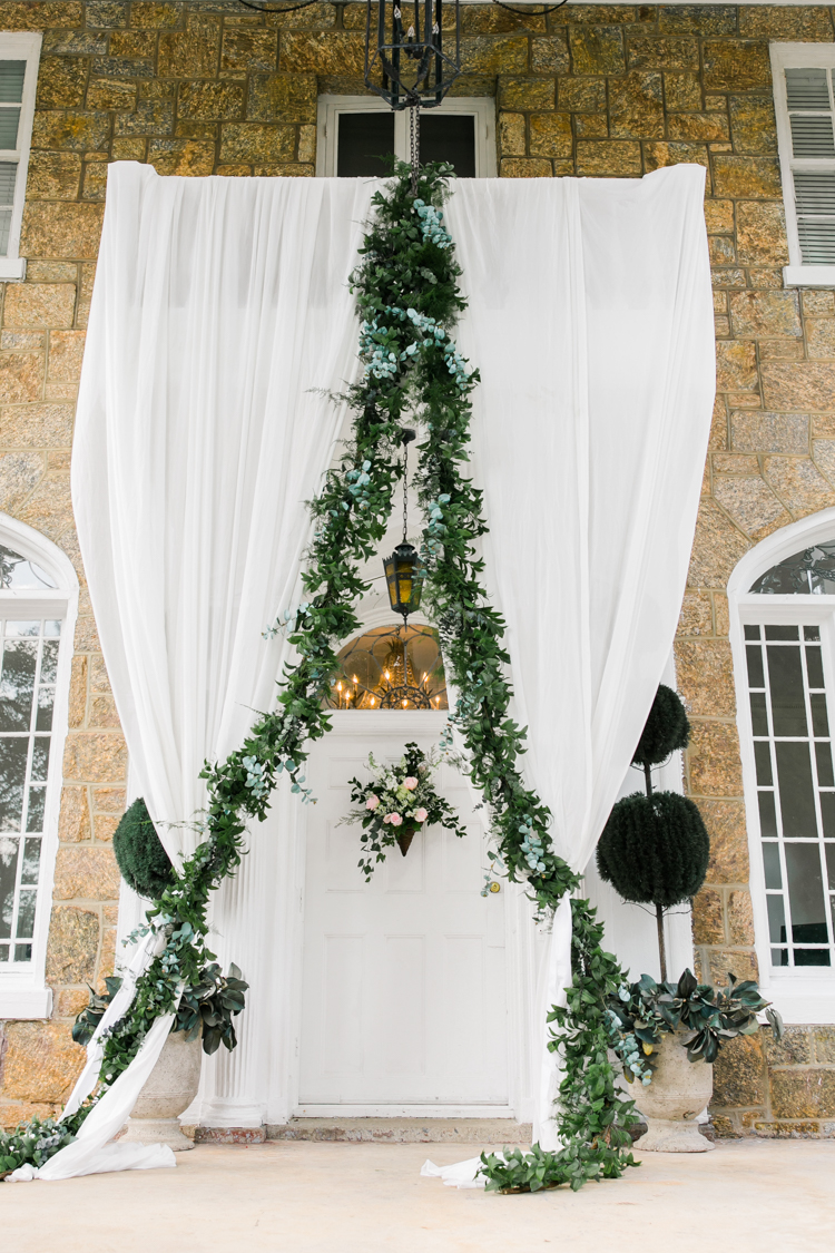 the-gassaway-mansion-greenville-sc-wedding-photos.jpg