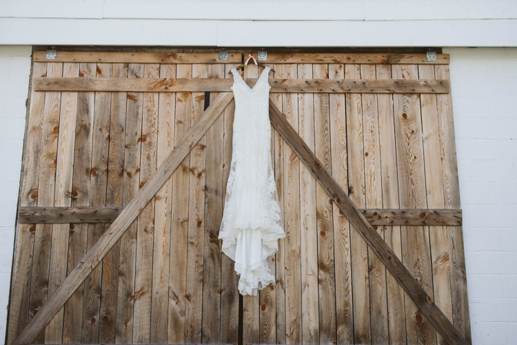 overlook-barn-banner-elk-nc-wedding-photos.jpg