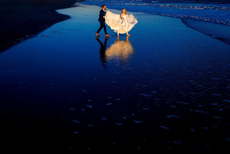 artistic-emerald-isle-wedding-photos-30.jpg