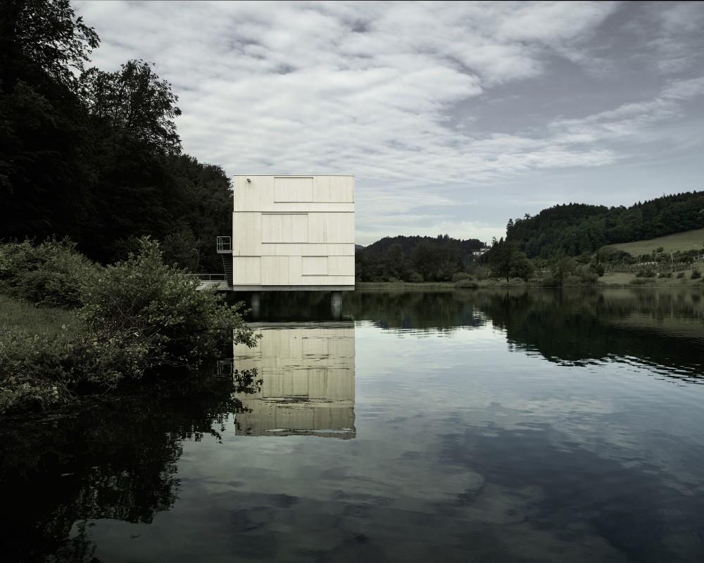 51f9f22ee8e44e3ef70001df_lake-rotsee-refuge-afgh_9144116628_a4e1afa3a2_o-1000x800