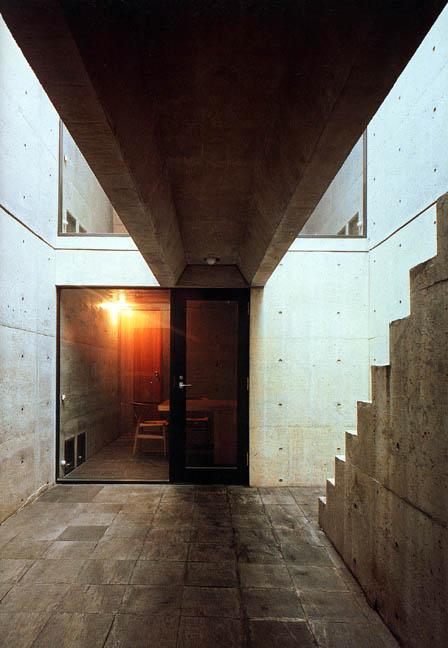Azumahouse-courtyard1