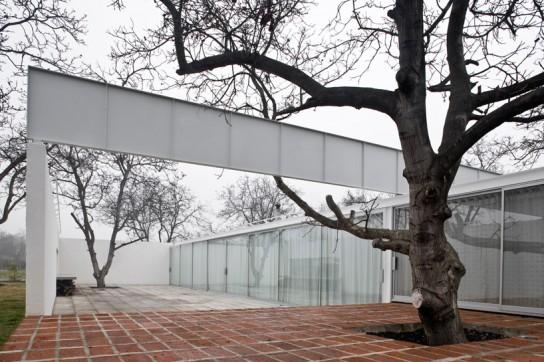 chilean-house-1-by-smiljan-radic-clarke-designboom