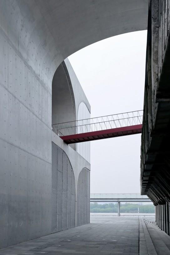 archaic_Long Museum West Bund _ Atelier Deshaus 4