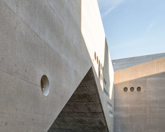 archaic_christgantenbein_swissnationalmuseum2