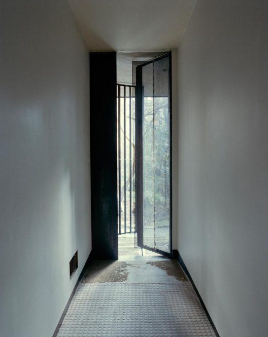 glass-house-maison-de-verre-franc%cc%a7ois-halard-011