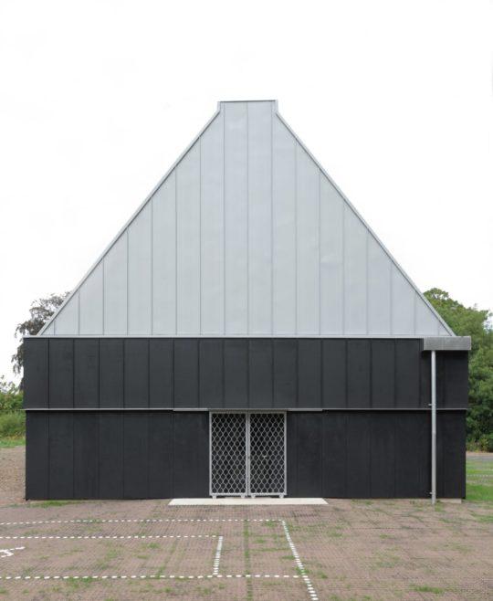 archaic_jonathan-hendry-architects_villagehall10-540x658.jpg