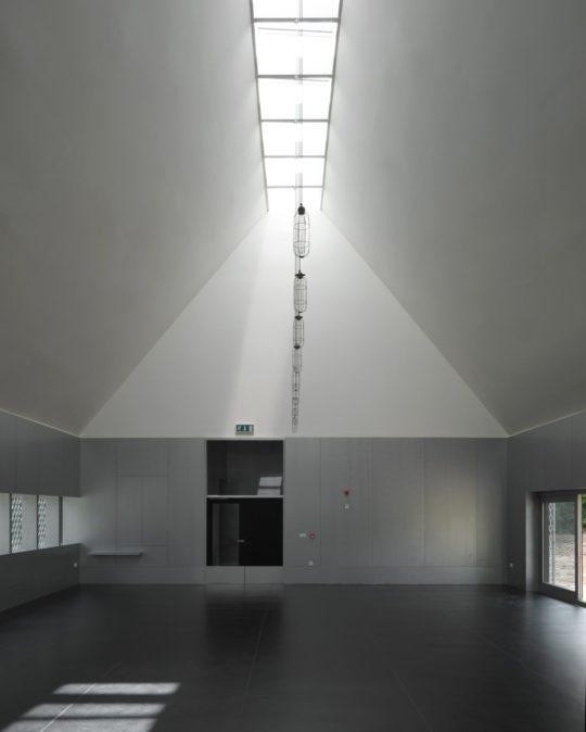 archaic_jonathan-hendry-architects_villagehall5-540x674.jpg