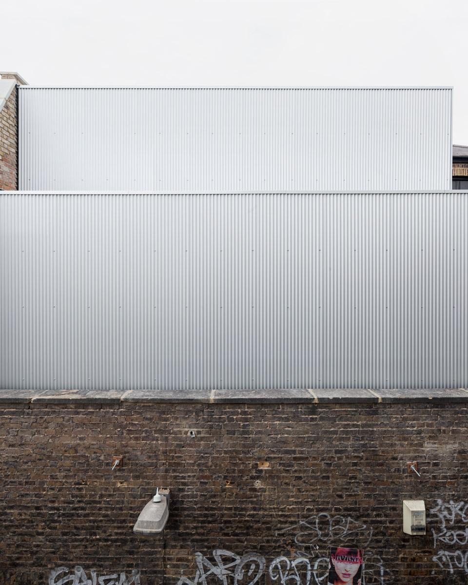 Carmody-Groarke-Artist-Studio-Hoxton-exterior-01.jpg