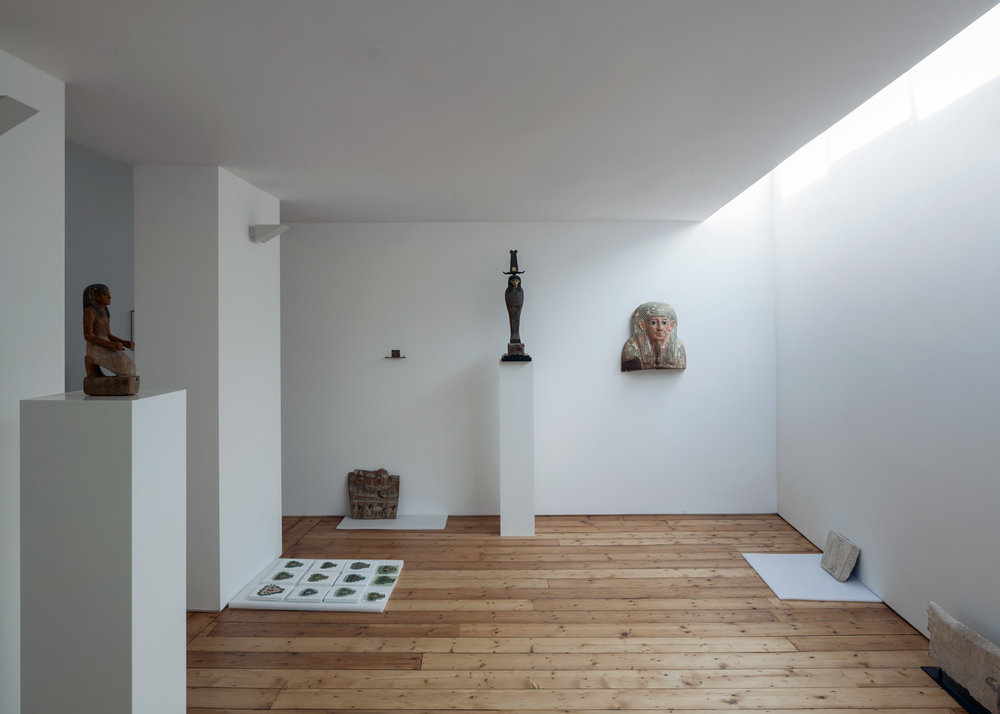 Carmody-Groarke-Artist-Studio-Hoxton-interior-with-art-01.jpg