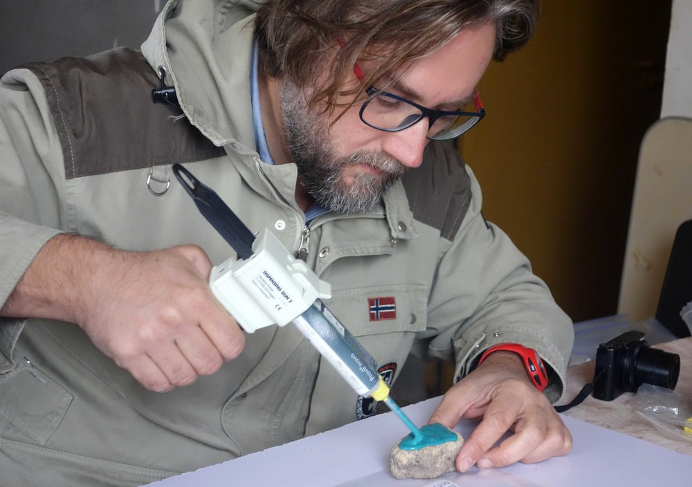 Merimde Beni Salama. Giulio Lucarini moulds the stone tool surfaces (photo: Joanne Rowland; © Egypt Exploration Society)