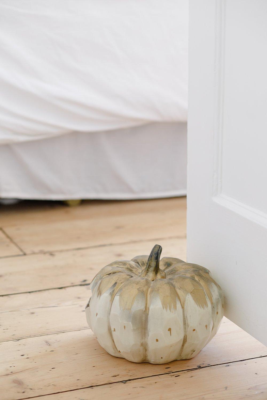 coco-lane-rvk-loves-guest-bedroom-home-tour_0001.jpg
