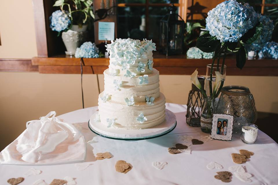 Venue & Cake:  The Settler's Inn , Florist:  Michael's House of Flowers,  Photographer:  Melissa Michelle Photography