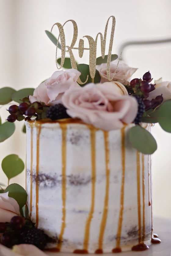 Venue:  Zacharellis Gardens,  Cake:  Electric City Bakehouse , Photographer:  Cristin Powers Photography