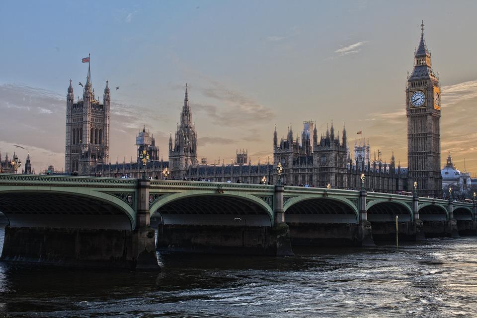 LONDRES   Vibrante e charmosa, Londres irá fazer você se apaixonar!    Ensaios começam em U$300