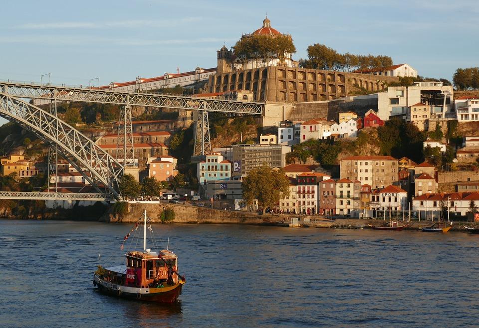 PORTO Um dos destinos imperdíveis em Portugal! Ensaios começam em U$295