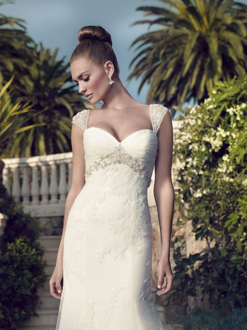 40% off sample gown- Now $898.80 - Was $1498.00Size -6IvoryDesigner- CasablancaStyle# 110104