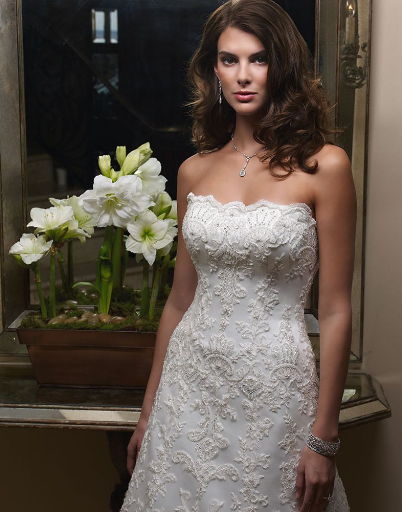 40% off sample gown- Now $838.80  - Was $1398.00Size- 12IvoryDesigner- CasablancaStyle# 111507