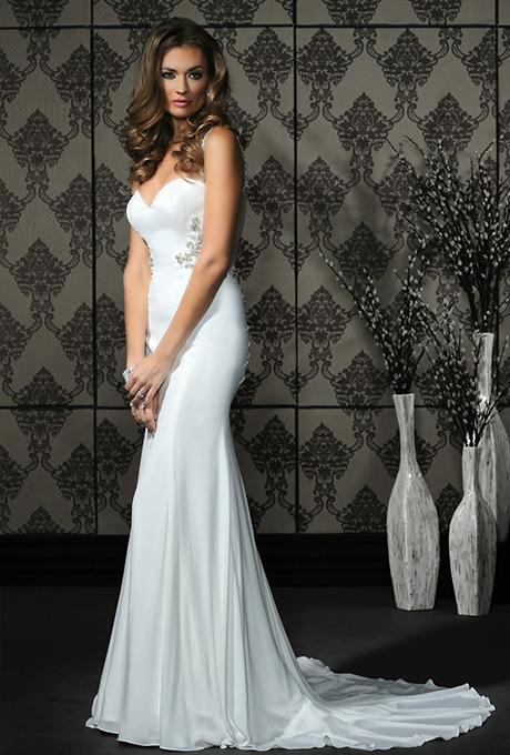 40% off sample gown- Now $824.40 - Was 1374.00Size- 6WhiteDesigner- ImpressionStyle# 11DE11
