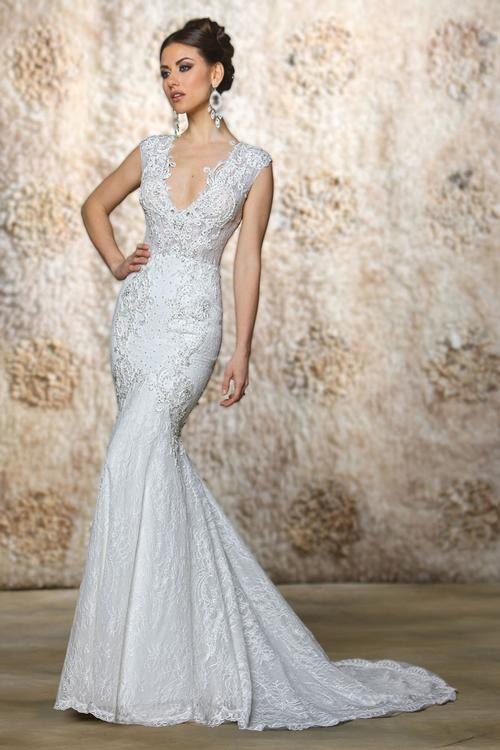 40% off sample gown- Now$1296.00 - Was 2160.00Size- 8IvoryDesigner- Cristiano LucciStyle# 110172