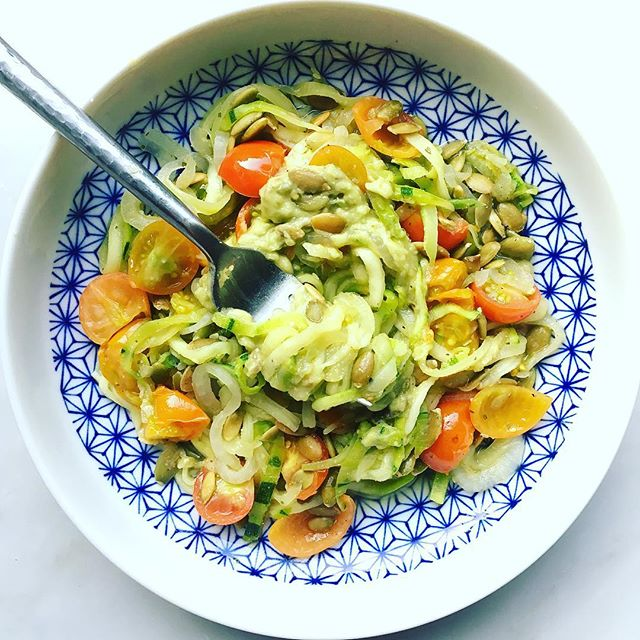 Soaking up every last bit of summer....especially my backyard garden veggies! . . #whatsfordinner ➡️ zoodles, tomatoes, sweet onion, pumpkin seeds + an avocado dressing! . . Happy almost September 🙂