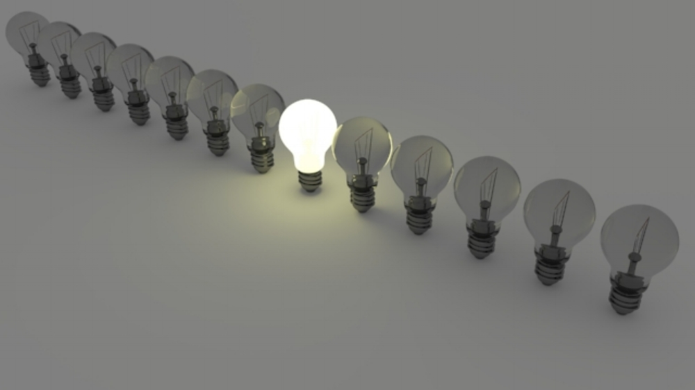 light-bulbs-1125016_1920.jpg