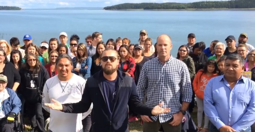 DiCaprio does the ALS Ice Bucket Challenge in Alberta, along with friends!