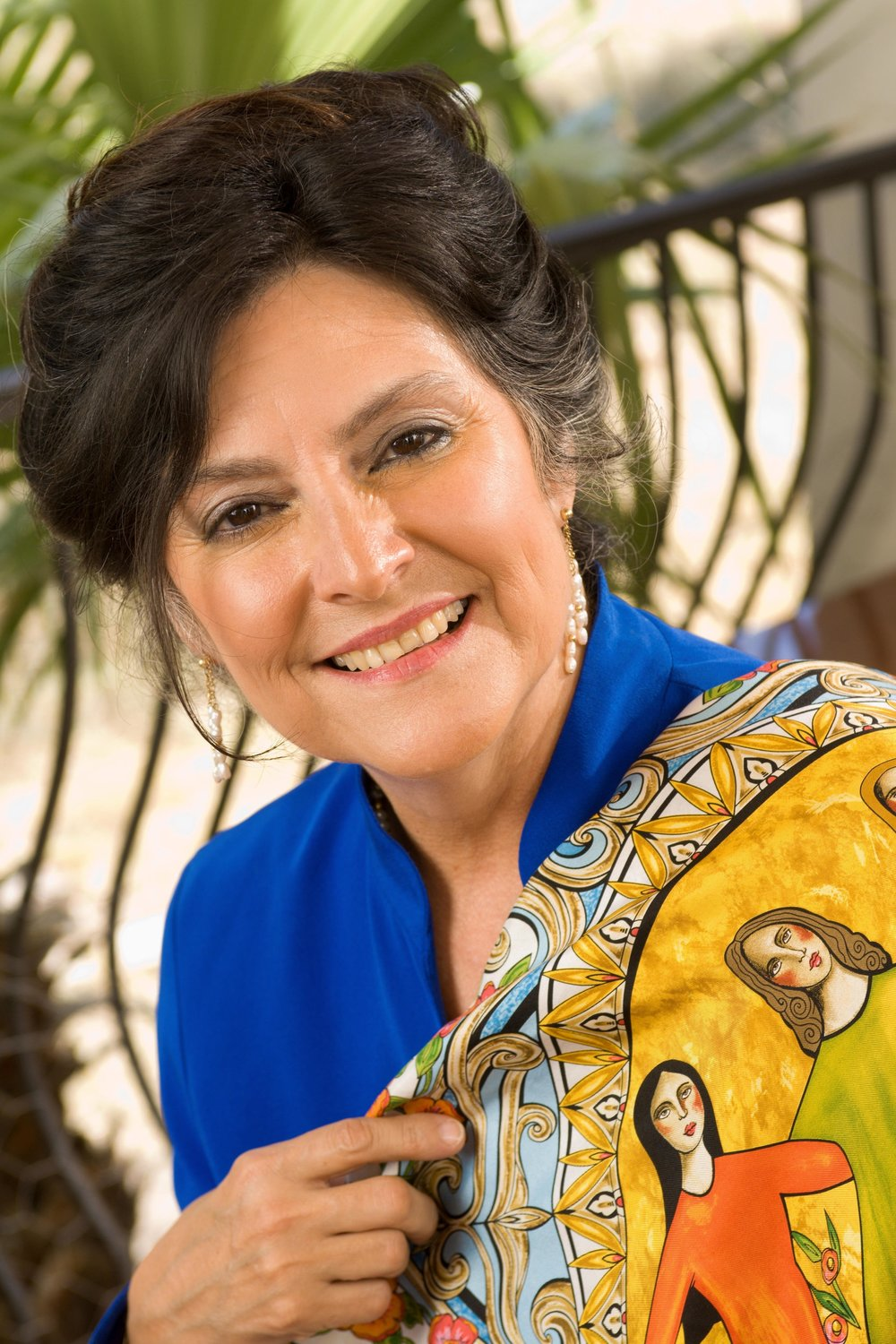 NORA DE HOYOS COMSTOCK   Dr. Comstock is the national and international founder of Las Comadres Para Las Americas. She retired from the President/CEO position but maintains a position on the board. Nora is an entrepreneur, business leader, and pioneer in utilizing social media to build a community for Latinas. She currently leads a business development consultancy known as Comstock Connections and is an elected official serving as Austin Community College Trustee for a 6 year term.