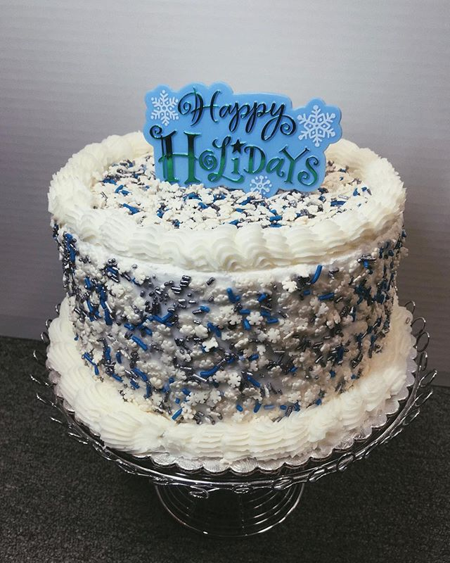 Is it too early to be getting into the holiday mood? . . . . #cakedecorating #holidays #cake #sprinkles #littlebittsshop