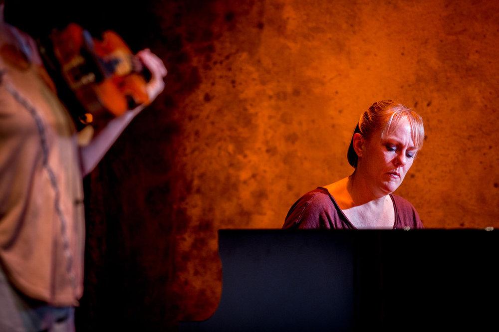 MBMU-show-pianist-02-web.jpg