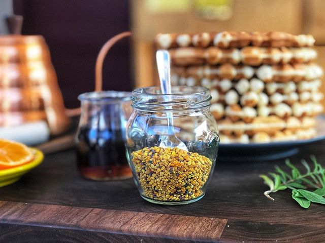 I've been topping everything with bee pollen lately. Aside from the fact that it's delicious with a lightly sweet flavor and subtle chewy texture, it also has an array of health benefits—it's high in protein and Vitamin B so it's a natural energy booster, it helps fight allergies, builds your immunity, aids in digestion, the list goes on. 🐝