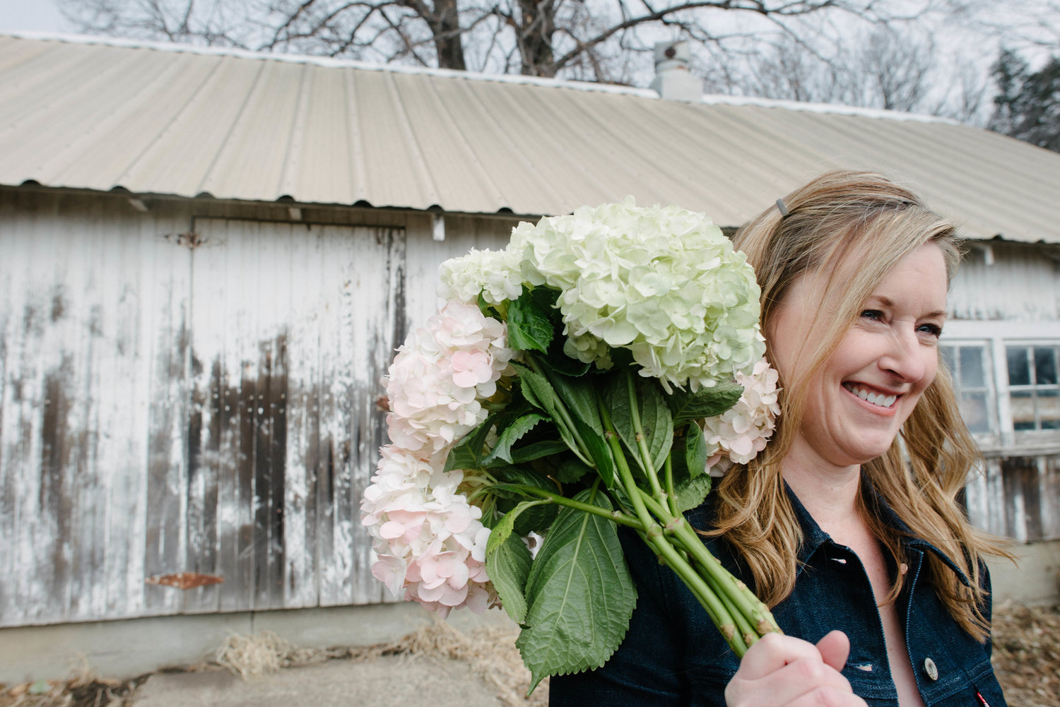 What is Farmhouse Chic style|Lavender Blue Floral|farm weddings in Iowa|Fixer Upper Style
