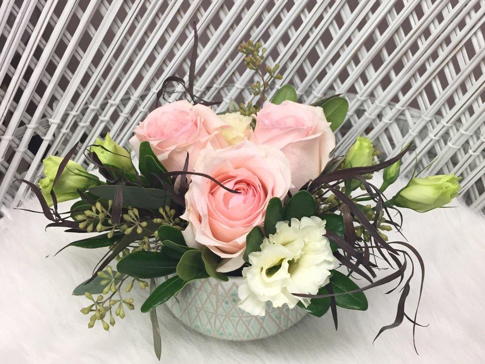 des moines florist, romantic floral arrangement, pink and white wedding flowers