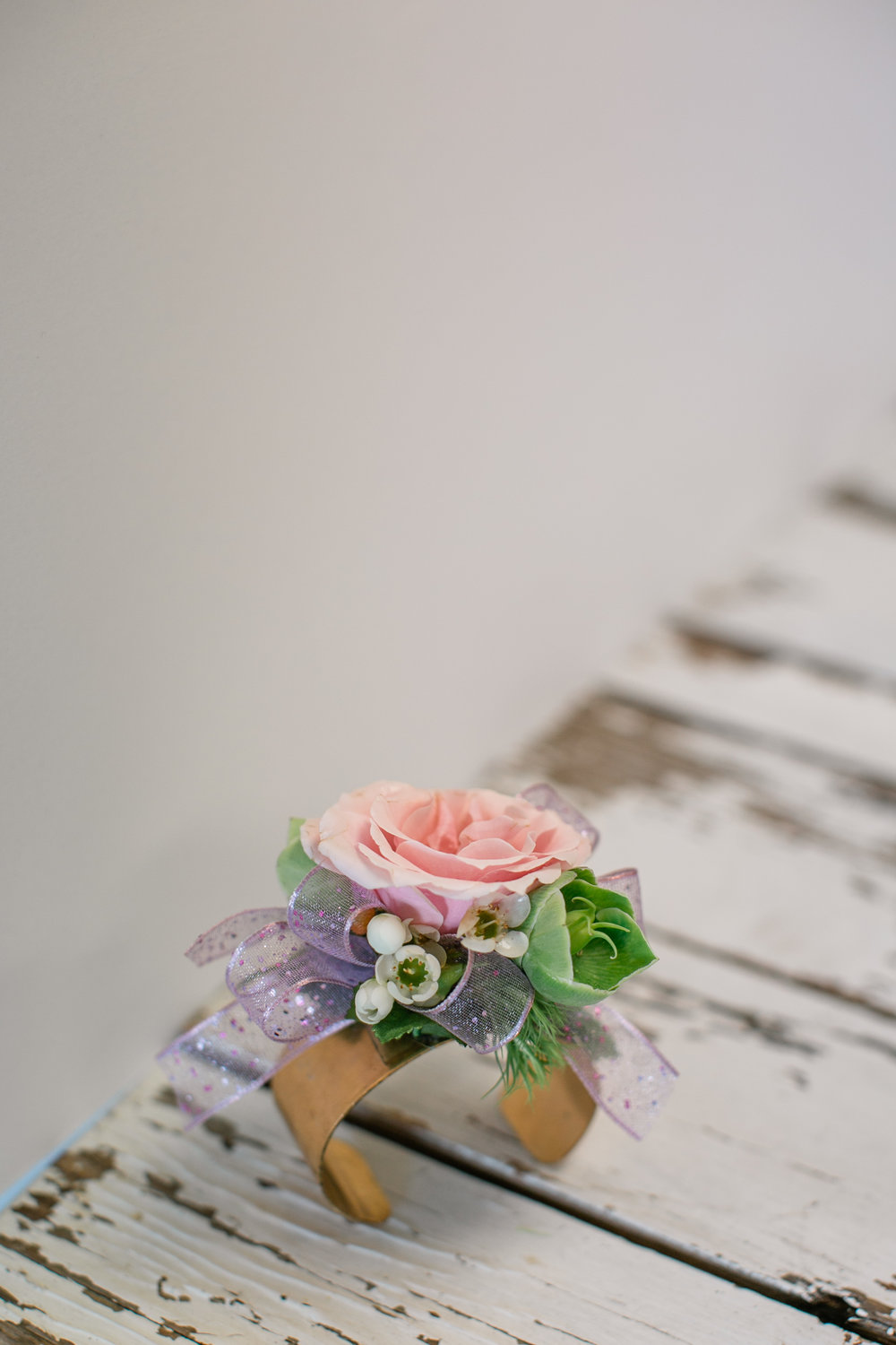 Send   Prom Corsages   & Boutonnieres today! Same day delivery to   Des Moines  , IA and surrounding areas. Buy the freshest   flowers   from Lavender Blue