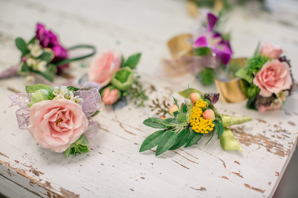 Send   Prom Corsages   & Boutonnieres today! Same day delivery to   Des Moines  , IA and surrounding areas. Buy the freshest   flowers   from Lavender Blue Floral in West Des Moines