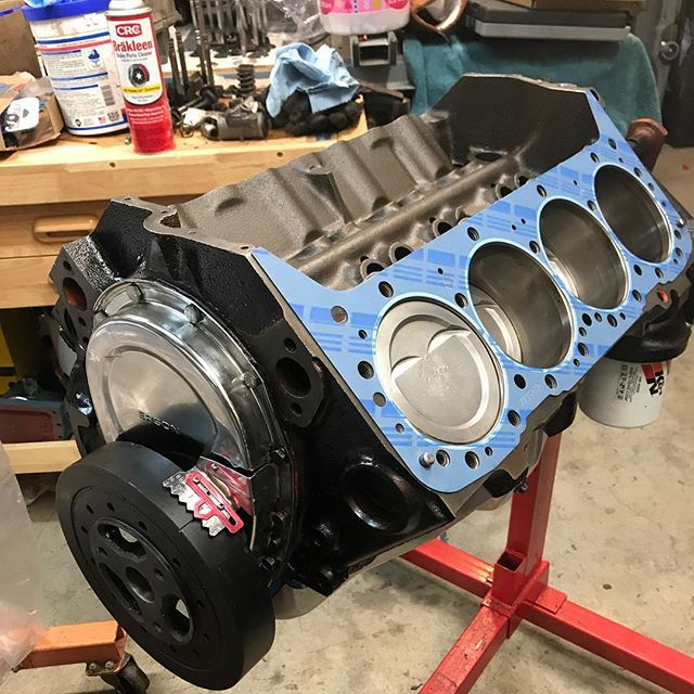 The 355 for @nikki_meyers and her new 71' chevelle project! It came together on a super tight timeline to get the car on the road. . . . . . #engine #enginebuilding #chevy350 #machined #customengine #oldschool #erm #racing #racingengines #motor #hotrod #builtnotbought #summitracing #enginemasters #lsengines #machining #enginerebuilding #engineporn #motorsports #machineshop #americanmuscle #LS #workflow #smallblock #bigblock #chevy #ford #classic #cratemotor