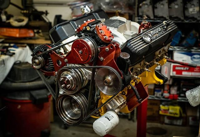 When your #before looks like an #after... this Mopar 440 is in because it was assembled in 2003! We'll be going through it to bump the compression, switch to a more aggressive cam, port the heads, and switch to tunnel ram goodness 😍 . #engine #enginebuilding #chevy350 #machined #customengine #oldschool #erm #racing #racingengines #motor #hotrod #builtnotbought #summitracing #enginemasters #lsengines #machining #enginerebuilding #engineporn #motorsports #machineshop #americanmuscle #LS #workflow #smallblock #bigblock #chevy #ford #classic