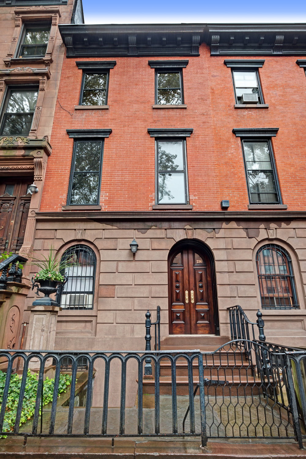 $2,500/month 1.0 BD | 1.0 BA | 650 SF  Fort Greene  234 Carlton Avenue