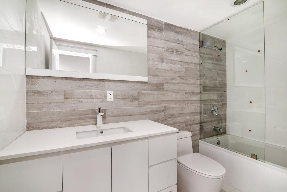 1346 Bathroom .jpg