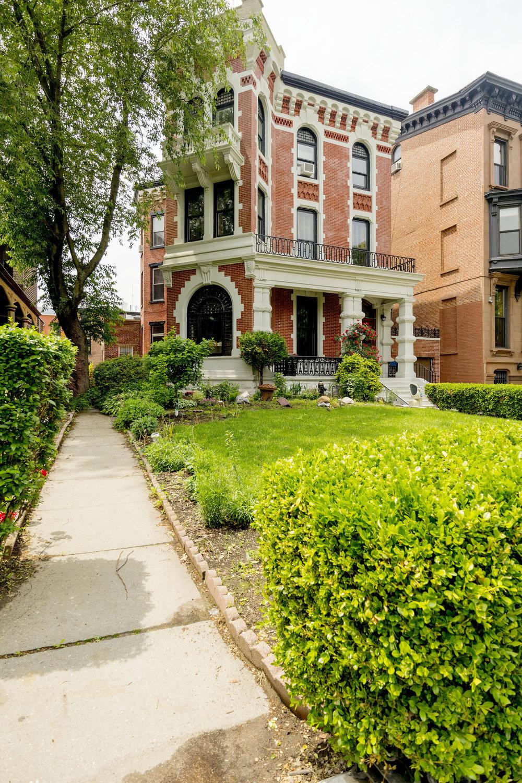 $1,925/month  0.5 BD | 1.0 BA | 506 SF  Clinton Hill  278 Clinton Avenue    Rented