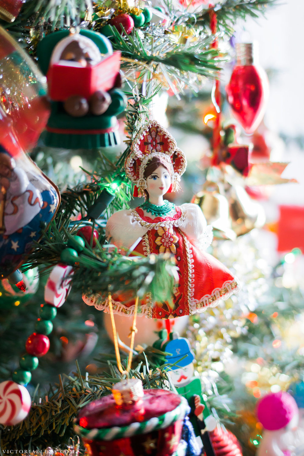 w-moms-christmas-ornaments-by-victoria-elena-24.jpg