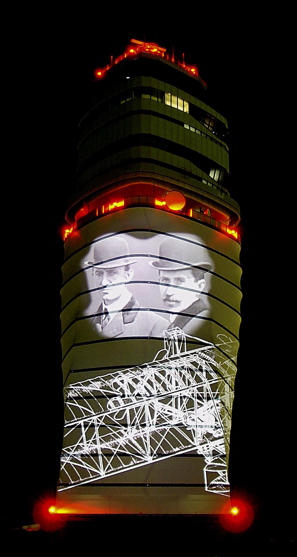 ControlTowerFlughafenWien_Eroeffnung2005_09.jpg