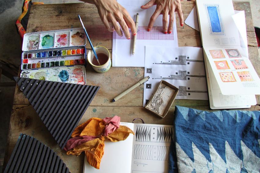 sketchbook-with-hands