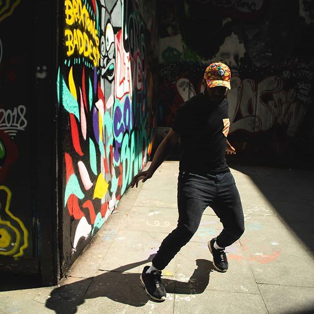 Stay on your toes, and move with your own rhythm ✨  #freelancedancer #tsm #londonfashion #ethicalfashion #edgyfashion #pockettee #sustainablefashion