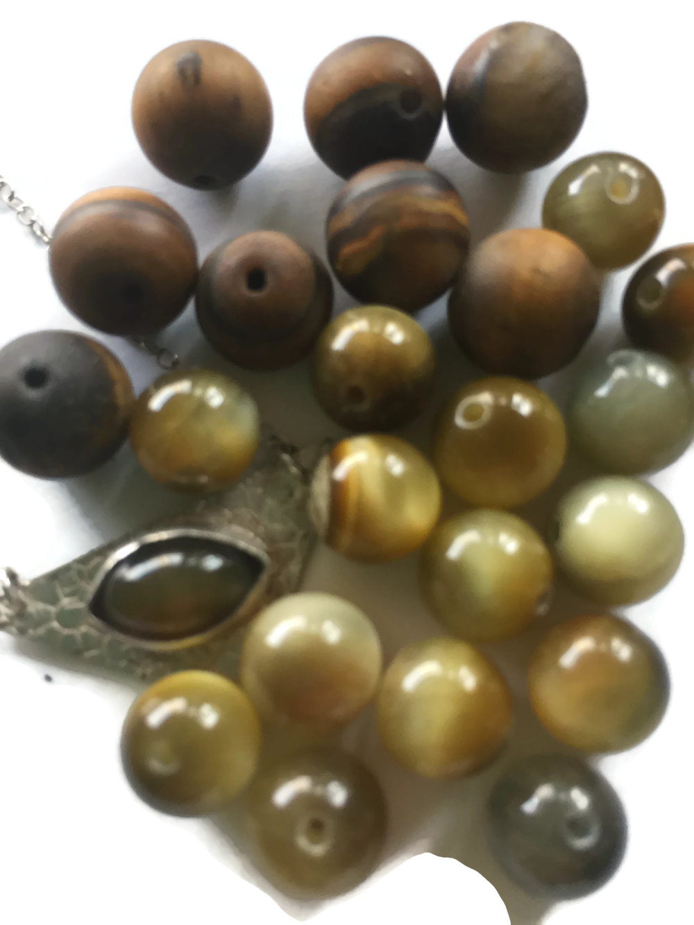 Ketu's gems increase intuition + concentration + protection from physic vampires + helps with eye disorders - Cat's Eye + Tiger's Eye