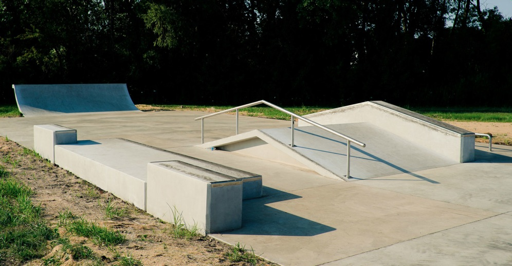 Skatepark in New Lenox, IL by  Spohn Ranch Skateparks