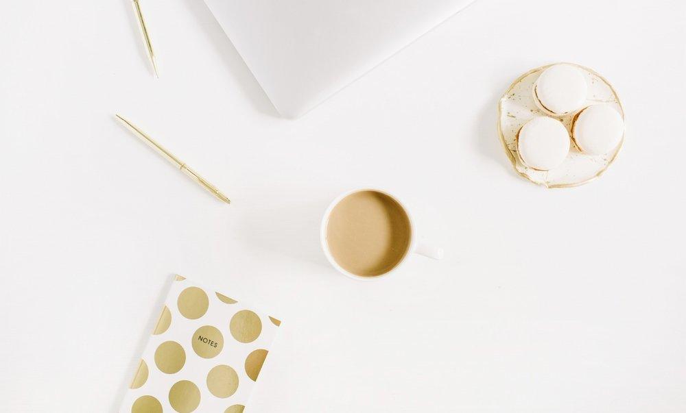 Lemmony desk gold and coffeeDepositphotos_169111864_l-2015.jpg