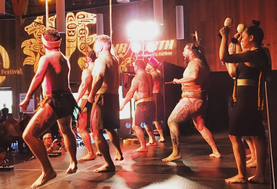 Te Arawa, from Rotarua New Zealand at Adäka 2017. Cross-cultural exchange is an exciting, vital part of artistic gatherings.