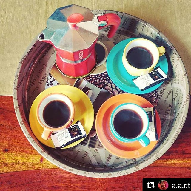 Caffè artistici!  #Repost @a.a.r.t.y  Café ☕☕☕ #coffee #spring #pedrini #darkchocolate #goodmorning #morninghappiness #morningcoffee #coffeelovers #coffeeaddict #caffettiera #mokapedrini #mokalovers #coffeemaker #smile #colorful #coffeecup #friday #happyfriday #venerdi