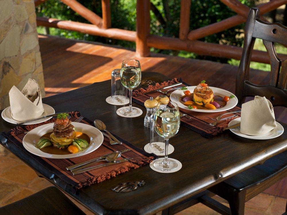 Middag på Ashnil Mara Camp