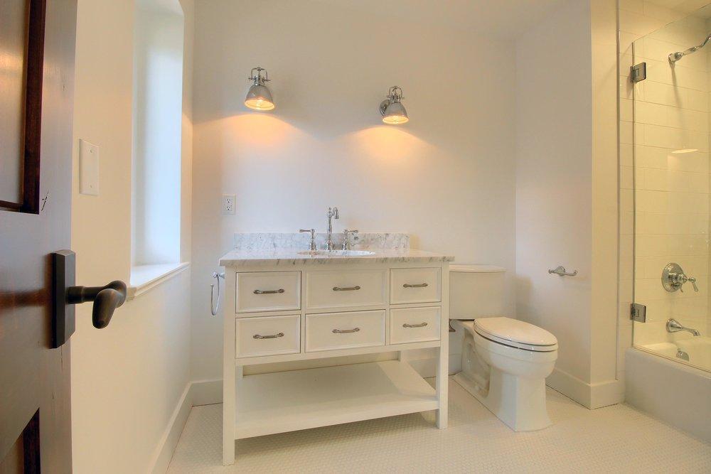 07_Bathroom_IMG_1509.JPG
